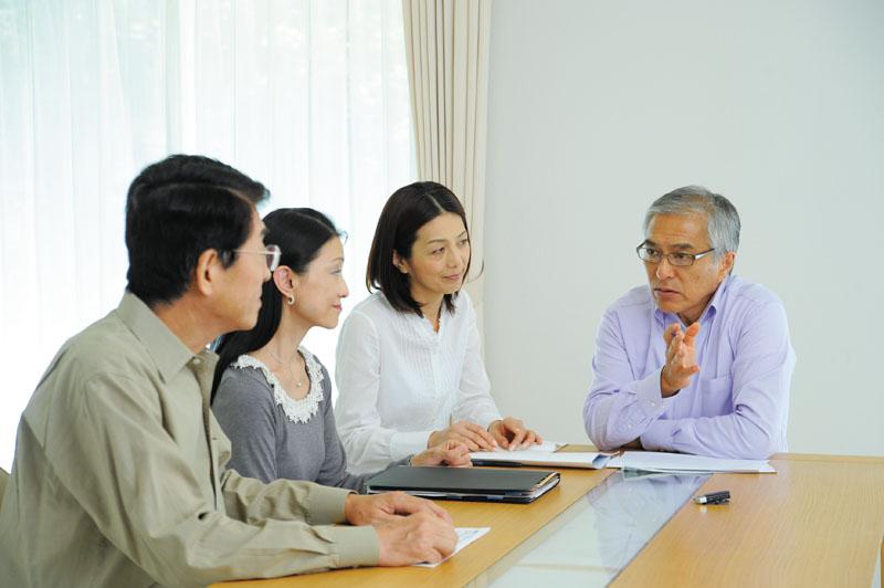 mic_meeting.jpg